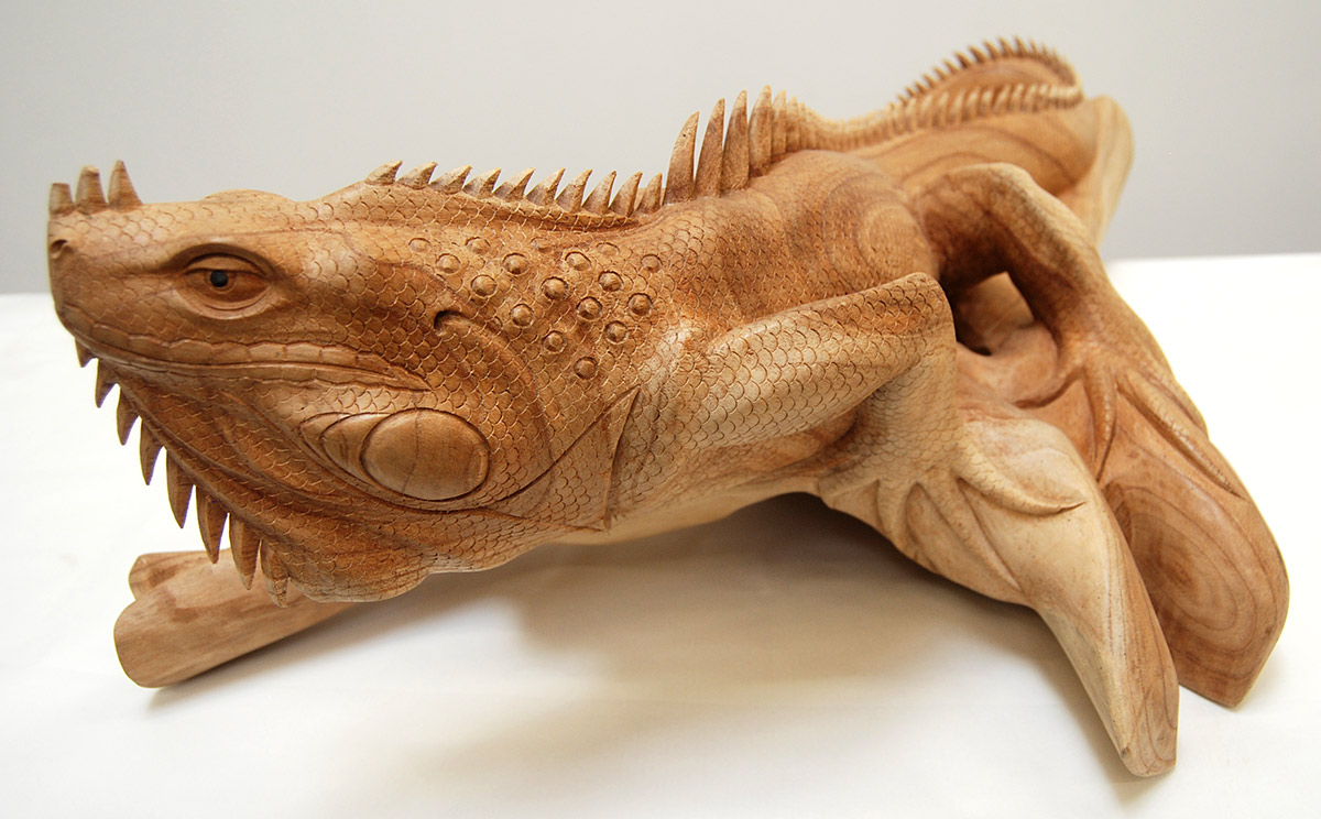 handcarved wooden iguana wooden lizard reptile handmade reptiles iguanas wood caving. Black Bedroom Furniture Sets. Home Design Ideas